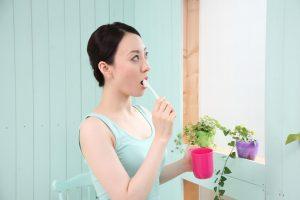 歯周病を予防 している女性